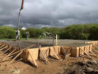 Заливка железо-бетонной монолитной плиты тип «Перевернутая чаша» в д. Коваши под строительство каркасного дома по проекту КД 050